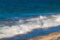 Bakgrund för havshavvågor med turkosvatten Fotografering för Bildbyråer