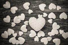 Bakgrund för hjärtor för valentindag vit Arkivbilder