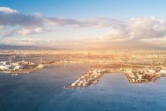 Bakgrund för horisont för flyg- sikt för för Osaka stad och hamnstad från Cosmo Fotografering för Bildbyråer