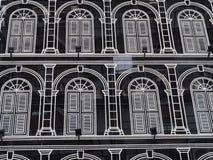 Bakgrund för hotellbyggnadsfönster Royaltyfria Bilder