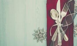 Bakgrund för inställning för julmåltabell Arkivfoton
