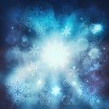 Bakgrund för jullyxblått med snöflingor Arkivfoton