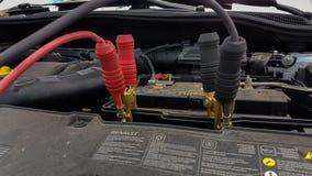 Bakgrund för kablar för uppladdning för bilbatteri royaltyfria foton