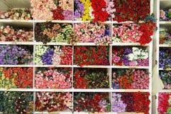Bakgrund för konstgjorda blommor, konstgjorda blommor Arkivfoton