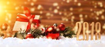 Bakgrund 2018 för lyckligt nytt år med julgarnering arkivbild