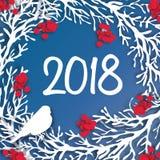 2018 bakgrund för lyckligt nytt år Papperssnittkrans med rönnfilialen Arkivfoto