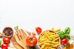 Bakgrund för matmatlagningingredienser på den vita bästa sikten fotografering för bildbyråer