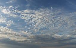 Bakgrund för molnig himmel eller utbyteshimmel i photoshop royaltyfria bilder