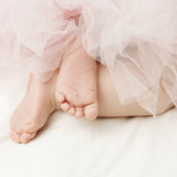 Bakgrund för nyfödd flicka med fot Arkivfoto