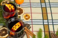 Bakgrund för nytt år med den kryddiga drinken och apelsiner Fotografering för Bildbyråer