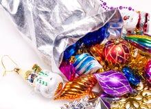 Bakgrund för nytt år med färgrika garneringar Arkivfoto