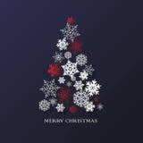 Bakgrund för nytt år med julgranen som göras av pappers- snöflingor Royaltyfri Foto