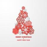 Bakgrund för nytt år med julgranen som göras av pappers- snöflingor Royaltyfria Bilder