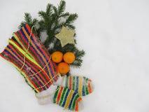 Bakgrund för nytt år och julmed varma sockor och en stjärna Royaltyfri Fotografi
