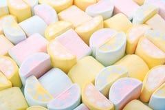 Bakgrund för pastellfärgade färger av färgrika söta marshmallower Arkivfoton