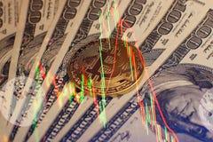 Bakgrund för pengar och för dollar Bitcoin för guld- mynt ny faktisk Cryptocurrency Affärs- och handelbegrepp Royaltyfri Bild