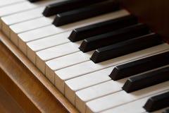 Bakgrund för pianotangentbord Arkivfoton