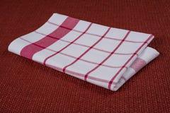 Bakgrund för produkt Kontrollerad bordduk i röd och vit bur på texturerad yttersida, sikt från över Arkivbild