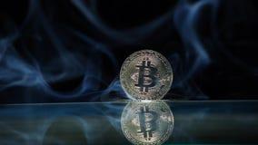 Bakgrund för reflexion för Bitcoin myntrök mörk inget hdlängd i fot räknat