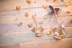 Bakgrund för `s för nytt år Änglar på trägamla bräden arkivfoto