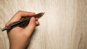 Bakgrund för skriftlig blyertspenna för hand trä Arkivfoto