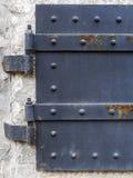 Bakgrund för slut för metalldörrport texturerad upp Royaltyfria Bilder