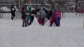 Bakgrund för snö för vinterbarn lycklig lager videofilmer