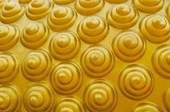 Bakgrund för swirl för thailändsk konstabstrakt begrepp guld- Arkivbild
