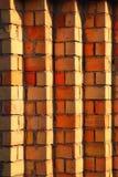 Bakgrund för vägg för gul och röd tegelsten Royaltyfri Foto