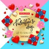 Bakgrund för valentindagförsäljning med hjärtor, blommor, gåvaask Arkivfoton