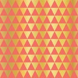 Bakgrund för vektor för triangel för guld- folie sömlös Horisontalguld- triangelformer på korallmodell Elegant enkel lyxig design vektor illustrationer