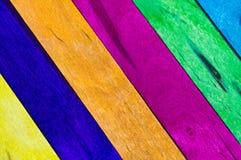 bakgrund färgade I-trä Arkivfoton