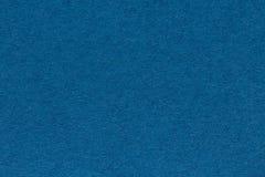Bakgrund från arket av mörker - blått färgpappersslut upp Arkivbilder