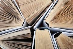 Bakgrund från gamla och använda inbunden bokböcker Kopiera utrymme för text Royaltyfri Foto