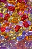 Bakgrund från mång--färgade pärlor Arkivfoton