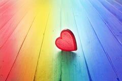 Bakgrund för regnbågeförälskelsehjärta Royaltyfria Bilder