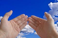 bakgrund gömma i handflatan sky två Royaltyfri Foto