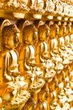 bakgrund guld- buddha Arkivbilder