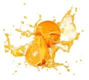 bakgrund isolerad orange färgstänkwhite för fruktsaft Arkivbild