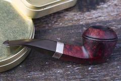 bakgrund isolerad rökande white för rør Arkivfoto