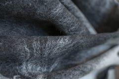 Bakgrund klädde med filt för att drapera svart grått dekorativt, design, royaltyfri fotografi