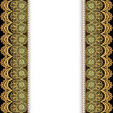 Bakgrund med band av guld snör åt och pärlor Arkivbild