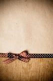 Bakgrund med det brunt bandet och kraft papper royaltyfria foton