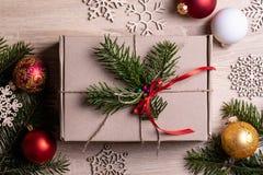 Bakgrund med gåvan boxas white för julgåvaisolering arkivbild