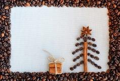 Bakgrund med kaffe Bästa sikt av grillat och malt kaffe till en hel unground bakgrund för kaffebönor Royaltyfri Bild