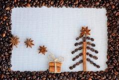 Bakgrund med kaffe Bästa sikt av grillat och malt kaffe till en hel unground bakgrund för kaffebönor Arkivbilder