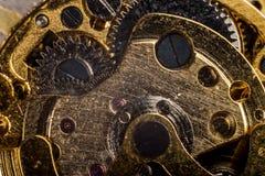 Bakgrund med metallkugghjul ett urverk Makro arkivbild