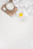 Bakgrund med redskap och ingredienser Royaltyfri Fotografi