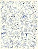 Bakgrund med skolasymboler på denbok sidan Arkivfoto