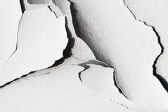 Bakgrund med sprucken murbruk- och betongtextur Arkivfoton
